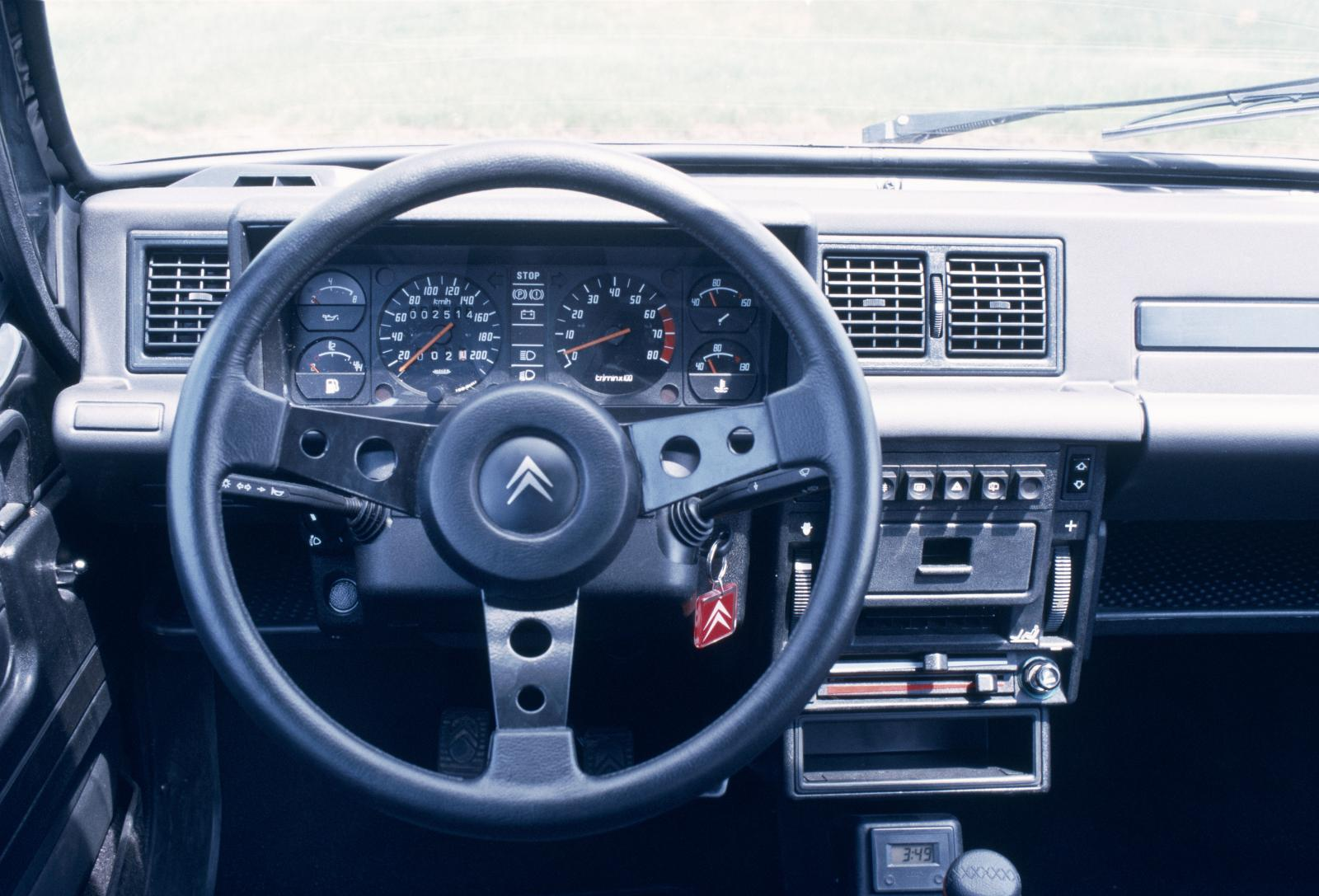 Visa GTi 1987 dashboard